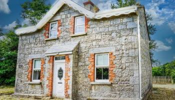 Every day's a school day! Former school teacher's house going under the hammer for less than €100k